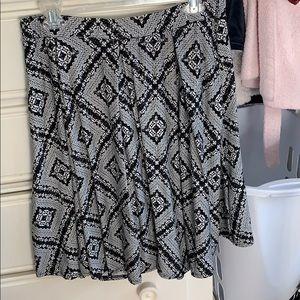 AEO Large Black & White Madison Skirt